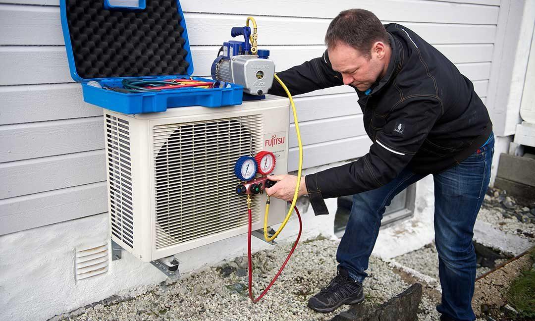 Service på varmepumpe